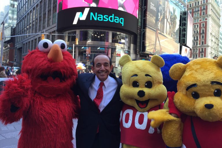 Teo_with_mascots